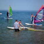 Kinder lernen windsurfen auf Sylt
