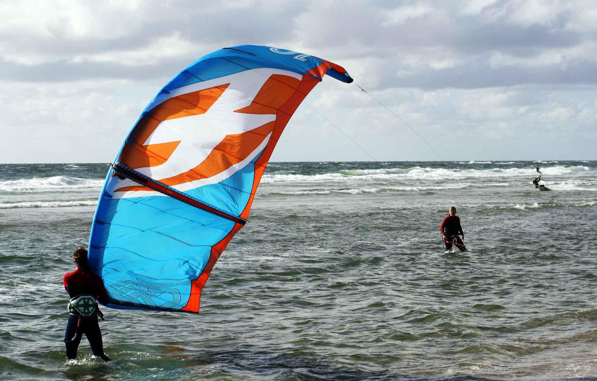 Moderne Kitekurse bei deiner VDWS Kitesurfschule Sylt | Nur 2 Schüler pro Kitelehrer Kiten lernen an der Nordsee